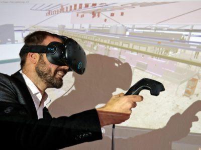 Ralf Dohndorf testet Virtual Reality im Anlagenbau auf dem Anwenderforum 2018